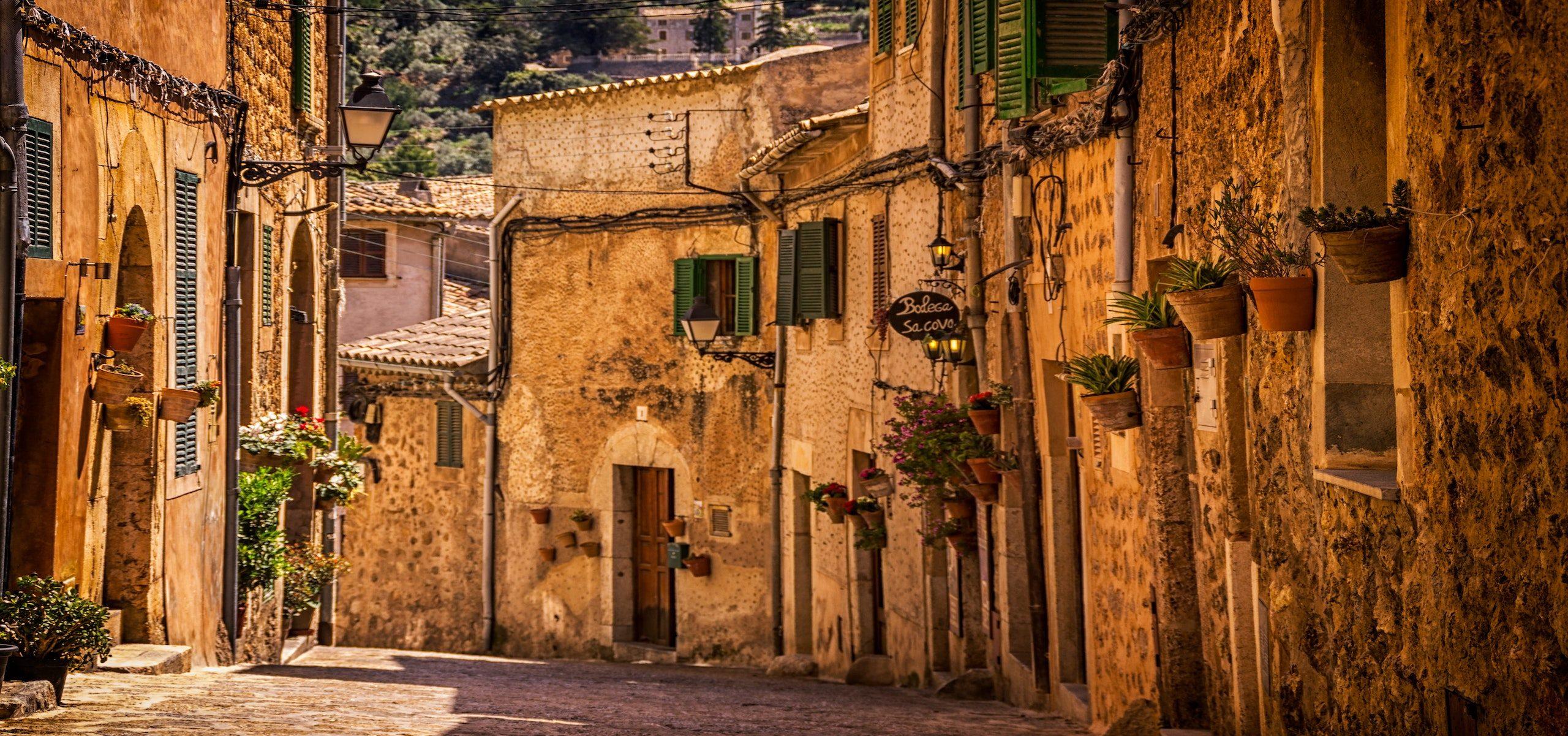 Spain_Alleyway